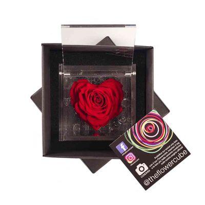Rosa stabilizzata a forma di cuore rossa in elegante scatolina 8x8 cm