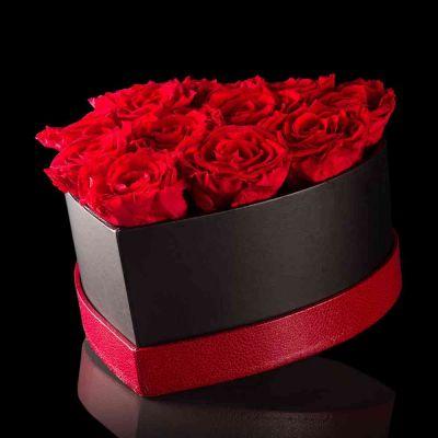 Scatola con 12 rose stabilizzate Baccara 20 cm